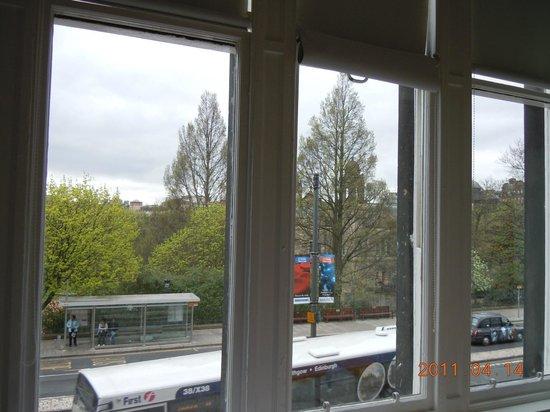 easyHotel Edinburgh : the windows of the room