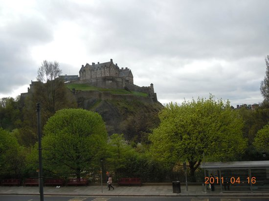 easyHotel Edinburgh: the castle view from the room