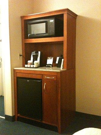Hilton Garden Inn Tampa Airport Westshore: Microwave, fridge, and Keurig