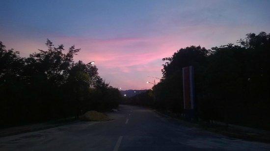Shangtianran International Hotspring Town: sunset