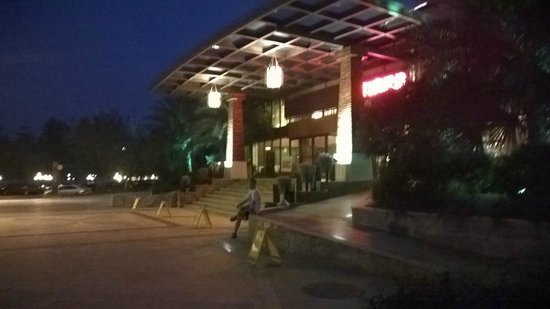 Shangtianran International Hotspring Town: Main lobby outside