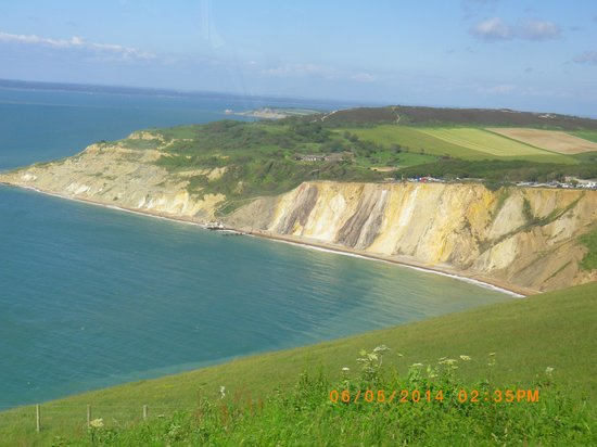 The Needles: Coloured sands at Allum Bay