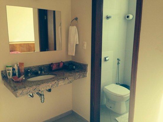 banheiro do quarto  Foto di Vinds Hotel, Caratinga  TripAdvisor -> Pia De Banheiro Do Lado De Fora