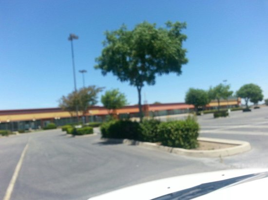 Tracy Outlet Center: Empty on a Saturday morning