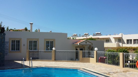Villa Mare Monte : hotel przy basenie