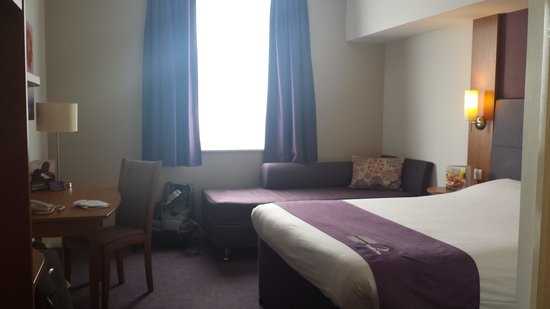 Premier Inn Manchester City Centre (Piccadilly) Hotel: Big clean room