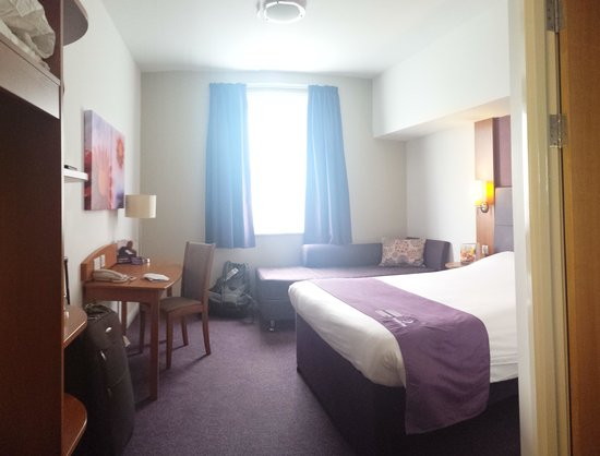 Premier Inn Manchester City Centre (Piccadilly) Hotel: Spacious room