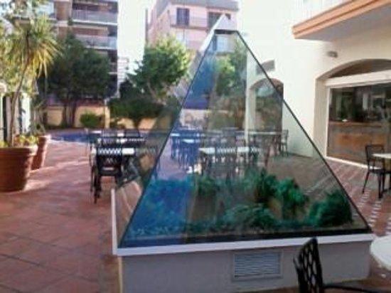 Hotel Les Palmeres: pyramid