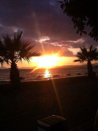 Manas Park Calis: Ausblick am Abend bei WodkaSprite und Efes :-) an der Promenaden Bar