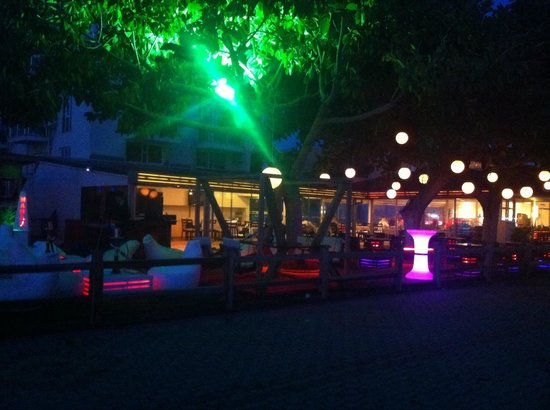 Manas Park Calis: Tolle Location am Strand - Blick auf die Bar-Terasse