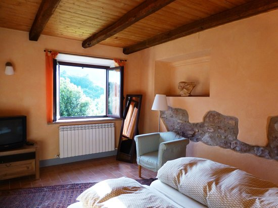 Colle Cornetto: Our room with view of the hills close by