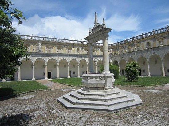 Certosa e Museo di San Martino Napoli: le cloitre de marbre