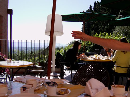 Villasanpaolo: colazione in terrazza