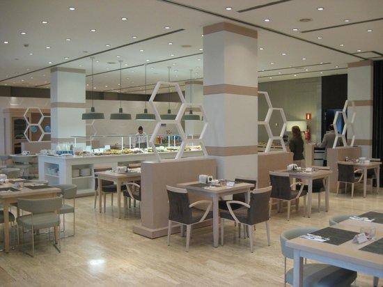 NH Sevilla Plaza de Armas: Breakfast