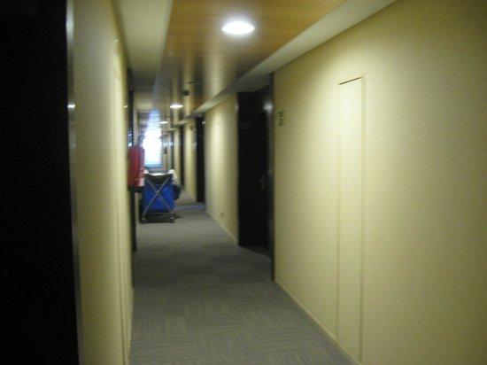 NH Sevilla Plaza de Armas: Corridor
