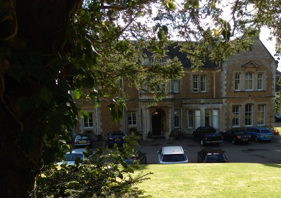 Wyck Hill House Hotel & Spa: Hotel from Orangery path