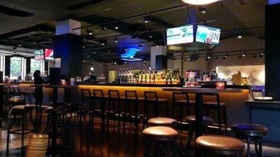 Clayton Hotel Burlington Road : The cool bar area