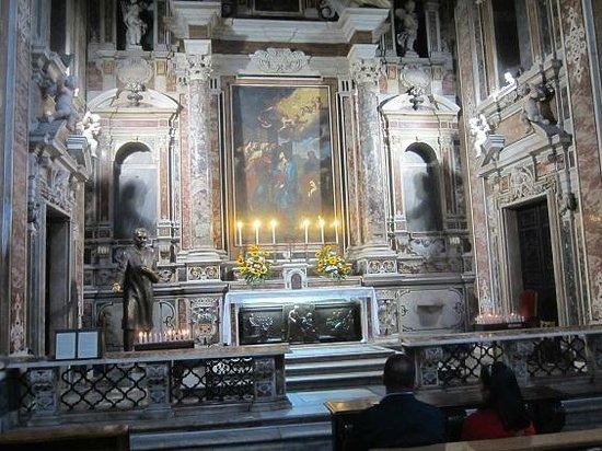 Gesu Nuovo Church: chapelle moscati