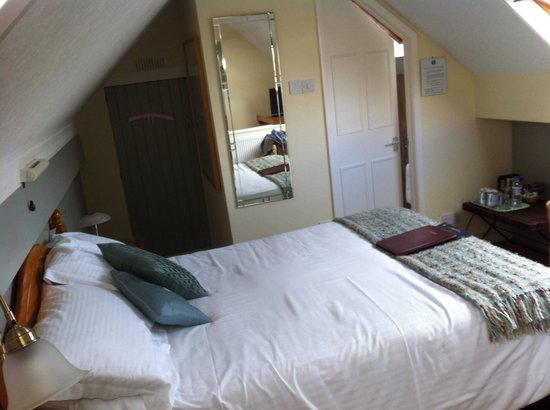 Brierholme Guest House: Attic room