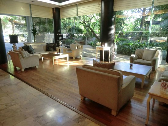 Pantip Suites Sathorn: Beautiful lobby