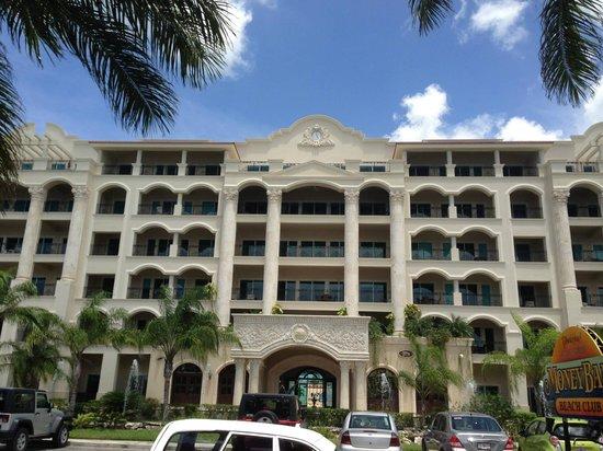 The Landmark Resort of Cozumel : Front of hotel