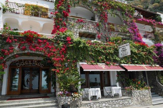 Hotel Eden Roc: Front of hotel