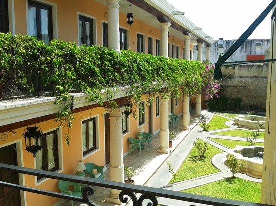 Hotel Casa Lucia: Rooms & Garden