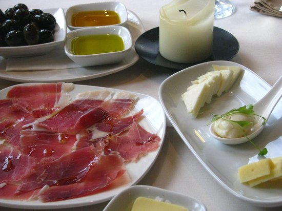 Lusitano Restaurant & Tapas : best way to start any meal!!!