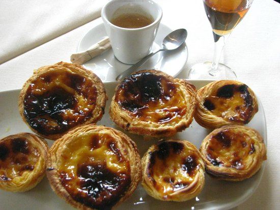"Lusitano Restaurant & Tapas : Just out of the oven ""pasteis de nata"""