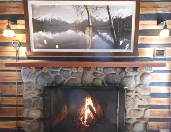 Russell's Fireside Dining Room at Lake McDonald Lodge: A June fire in Glacier still feels good