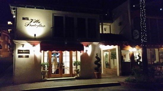 Portofino Hotel : The hotel at night.