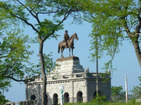 Lincoln Park: Statue of Grant