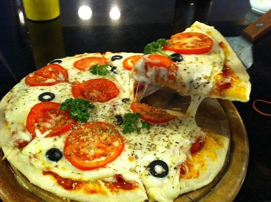 The Bookhouse Coffee Shop & Restaurant: Magarita pizza 229 thb.