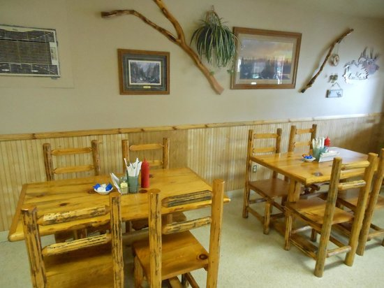 Elkhorn Grill: Dining area
