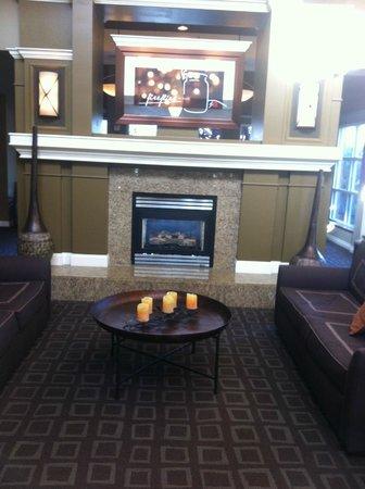 Hilton Garden Inn Napa: Lobby decor
