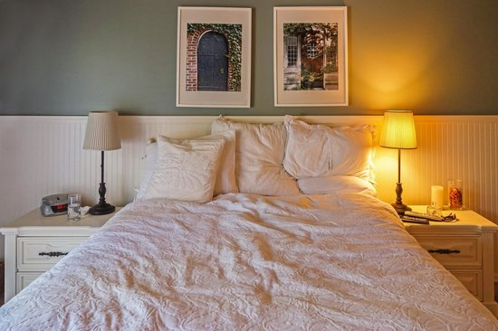 Garden Isle Guest Cottages : Comfy bed