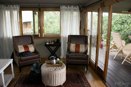 Wilderness Safaris Toka Leya Camp: Sitting area of cabin