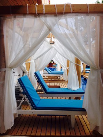 The Elixir : Overwater lounges