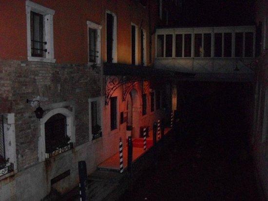 Cavalletto & Doge Orseolo : entrada al hotel dde el canal