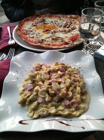 0039 Ristorante Italiano : Pizza montanara e caramellina panna e prosciutto