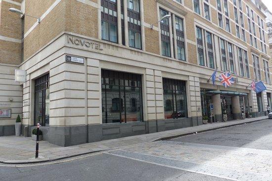 Novotel London Tower Bridge: Novotel Building
