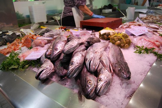 Plaza del Mercado (Plaça del Mercat): рыбные ряды