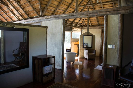 Lagoon Camp - Kwando Safaris: bathroom