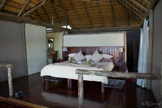 Lagoon Camp - Kwando Safaris: Bed