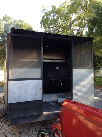 Sully's Smokehouse: Tow behind smoker cooker