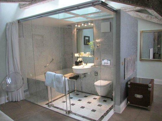 Le Place d'Armes Hotel : Banheiro de Vidro