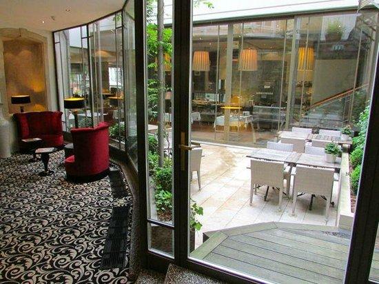 Le Place d'Armes Hotel : Bela decoração da recepção