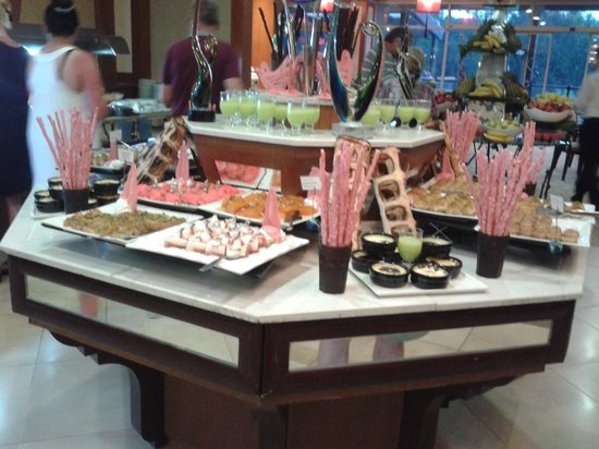 Sueno Hotels Golf Belek : view of some of the desserts