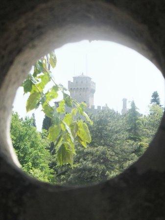 La Fratta: Osservando attraverso un pertugio