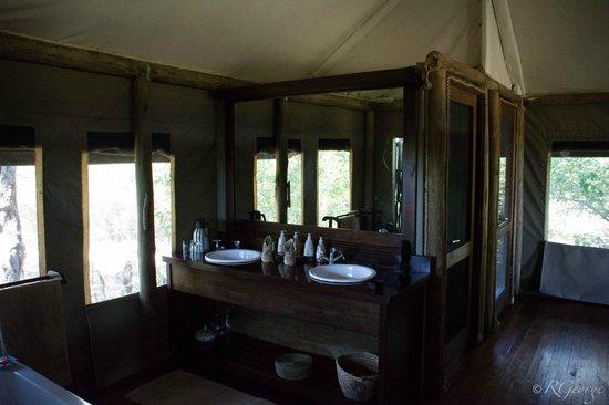 Little Kwara: Bathroom